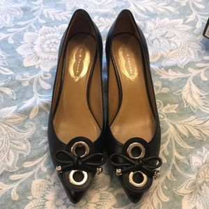 Else Tahari black leather and gold pumps size 38